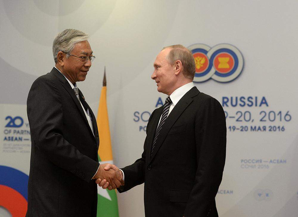 President Htin Kyaw shakes hands with Russia's President Vladimir Putin during a meeting on the sidelines of the Russia-ASEAN summit in Sochi, Russia. Photo: Reuters