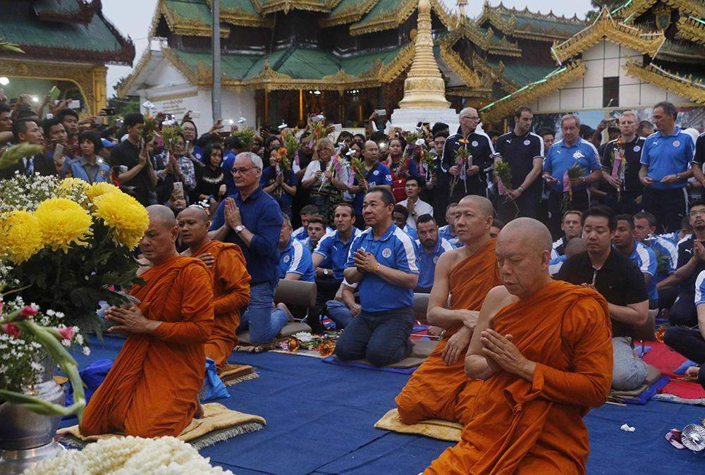 Buddhist monks from Thailand and Leicester City club pray at Shwedagon Pagoda. Photo: Thein Zaw