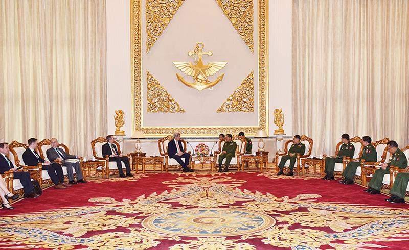 Senior General Min Aung Hlaing receives US Secretary of State John Kerry in Nay Pyi Taw. Photo: Myawady