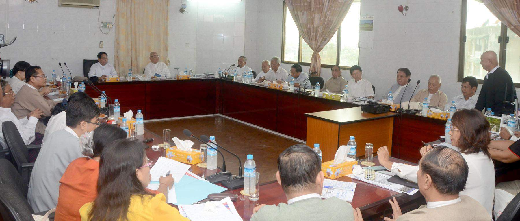 Union Minister Dr Pe Myint holds talks with Myanmar Media Council.  Photo: MNA