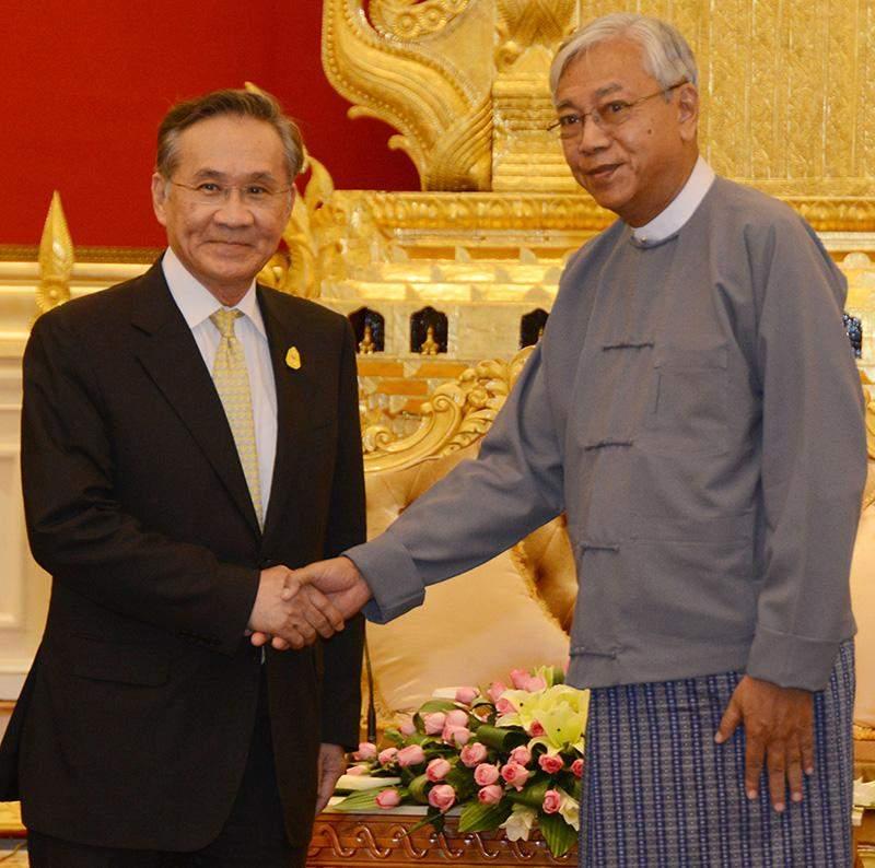 President U Htin Kyaw welcomes Mr Don Pramudwinai, Thailand's minister of foreign affairs in Nay Pyi Taw. Photo: MNA