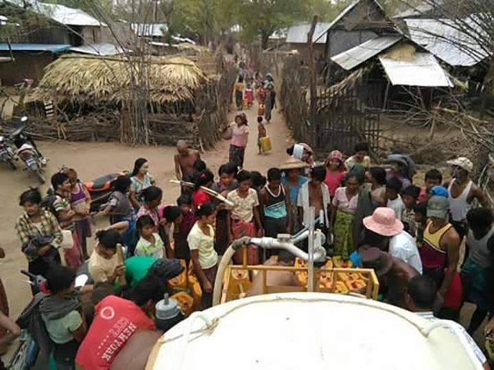 Villagers collecting water distributed by the DRD and RTD.