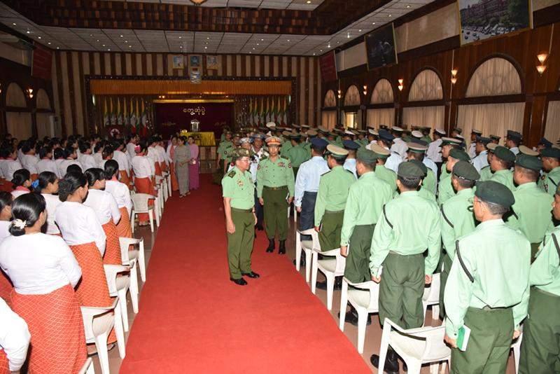 Senior General Min Aung Hlaing greets members of the Tatmadaw at the Yangon Region Command.  Photo: Myawady