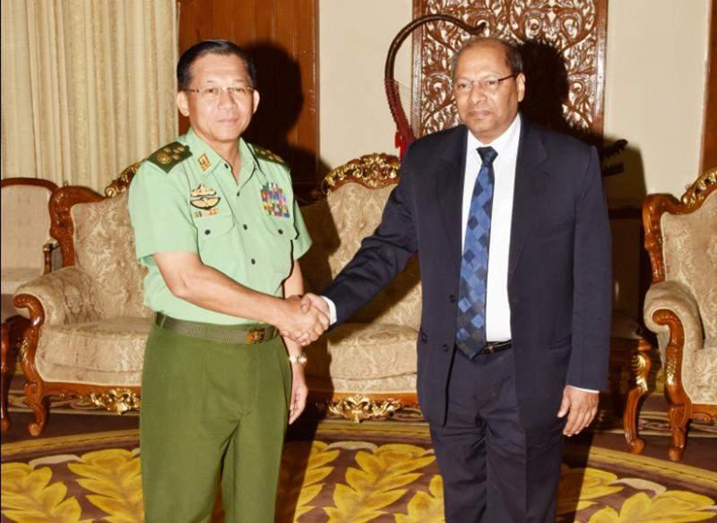Senior General Min Aung Hlaing shakes hands Indian ambassador to Myanmar Mr Gautam Mukhopadhaya. Photo: Myawady