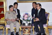 Senior General Min Aung Hlaing holds talks with Thai PM