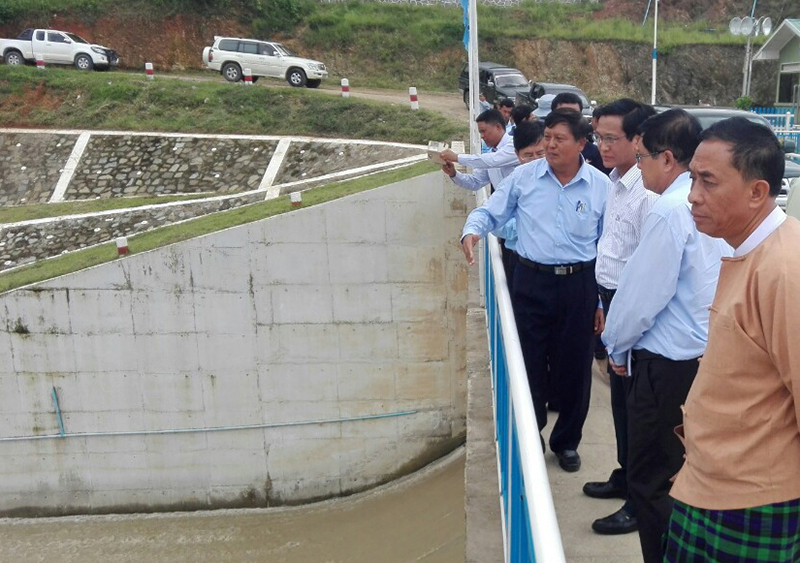 Vice President U Henry Van Thio inspects the Yazagyo Dam in Sagaing. Photo: MNA