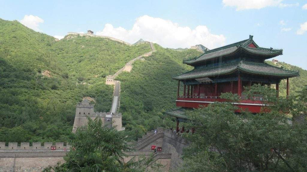A panoramic view of the Great Wall seen from a cable car.