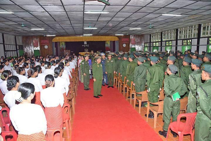 Senior General Min Aung Hlaing greeting Tatmadawmen and their families.