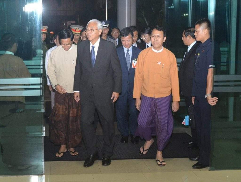 President U Htin Kyaw is seen off at Yangon International Airport by Vice President  U Henry Van Thio and Yangon Region Chief Minister U Phyo Min Thein. Photo: MNA