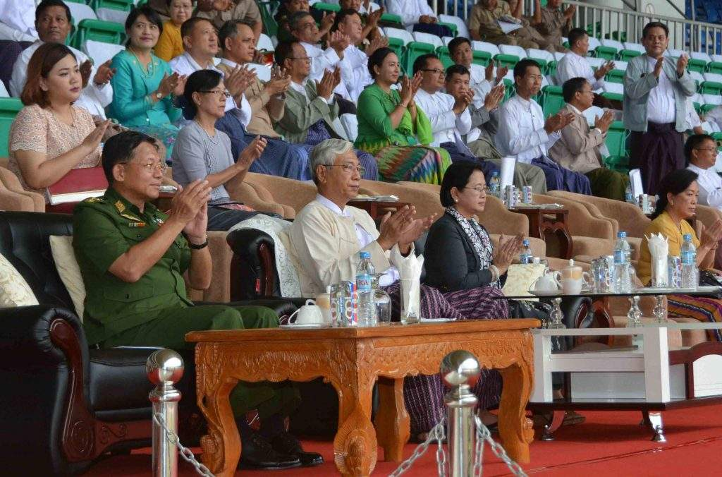 President U Htin Kyaw and Commander-in-Chief Senior General Min Aung Hlaing watch the final match of Inter-ministry Men's Football Championship. Photo: MNA