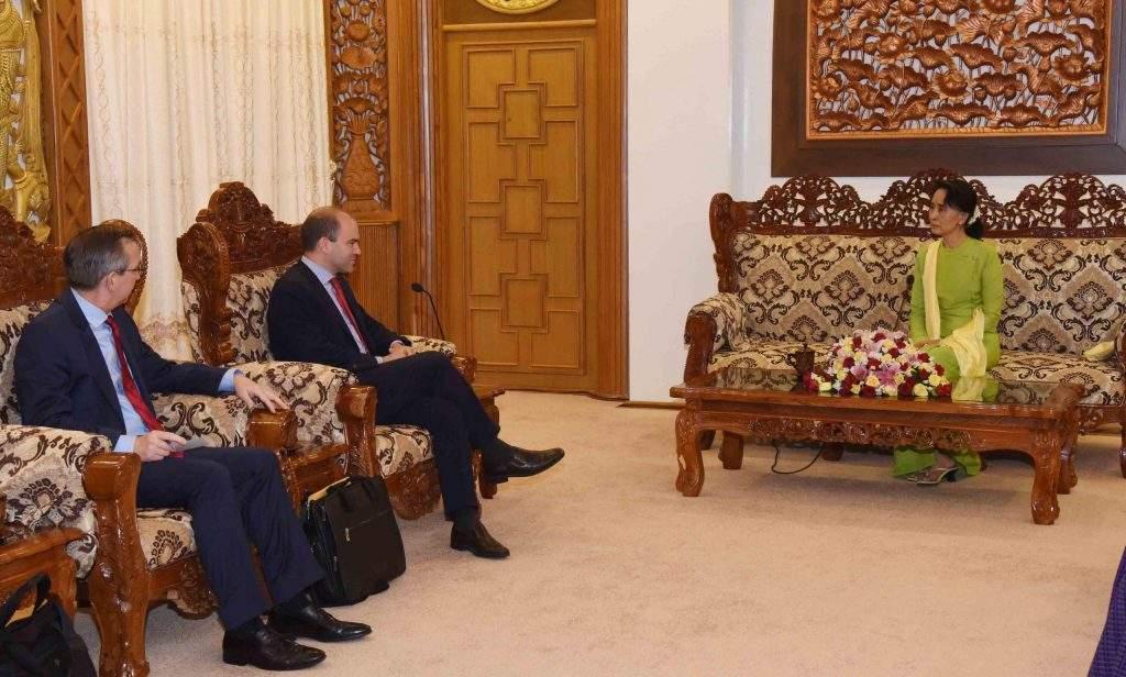 Union Foreign Affairs Minister Daw Aung San Suu Kyi receives Mr. Benjamin Rhodes. Photo: MNA