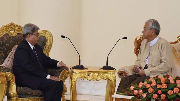 President U Htin Kyaw meets outgoing Cambodian Ambassador to Myanmar Mr Sieng Bunvuth in Nay Pyi Taw.