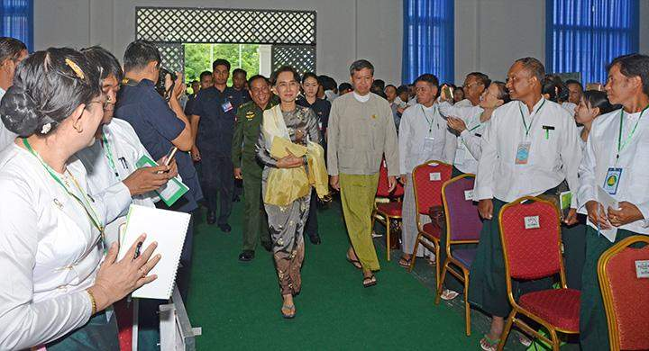 State Counsellor Daw Aung San Suu Kyi welcomed by teachers on her arrival at the ceremony to open a seminar on the implementation of education promotion.