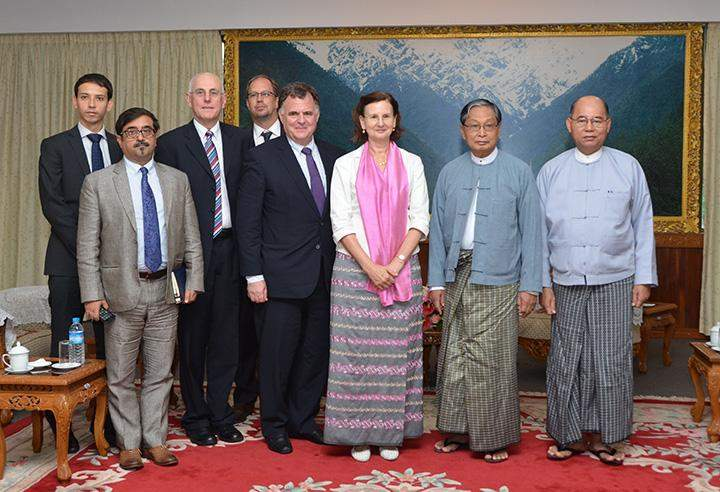 Union Minister U Kyaw Tint Swe welcomes the US delegation led by Mr. Jordan Ryan, Vice President for Peace Programs at the Carter Centre in Nay Pyi Taw.