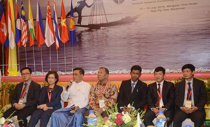 Officials hold the press confence after the ASEAN Energy Senior Officials Meeting in Nay Pyi Taw.