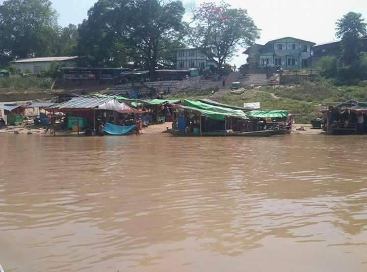 Swollen Chindwin River threats people liviing near it with floods.