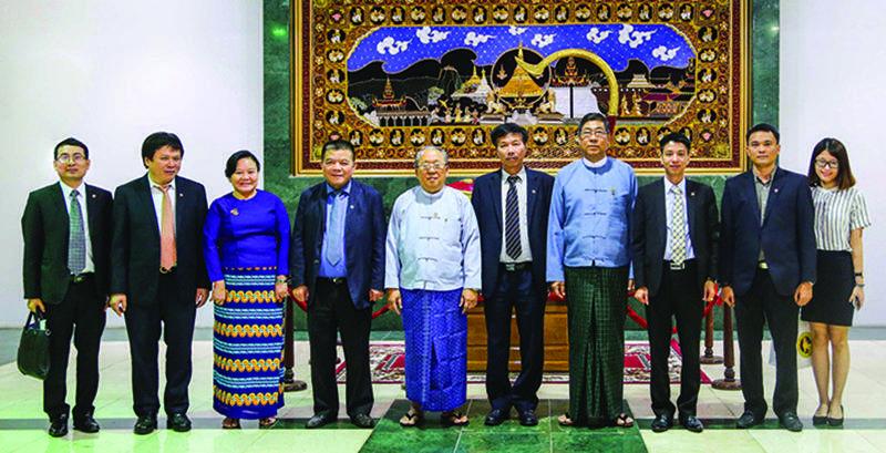 H.E. U Kyaw Kyaw Maung, Governor of the CBM, warmly welcomes Mr. Tran Bac Ha and BIDV Senior Delegation in the CBM's Office in Nay Pyi Taw.