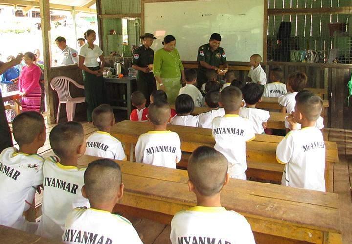 Taninthayi Coastal Region Military Command makes donation in Kawthaung Township.