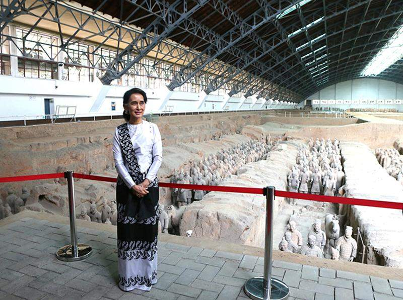 Myanmar State Counsellor Aung San Suu Kyi visits the Emperor Qin's Terracotta Warriors and Horses Museum in northwest China's Shaanxi Province on Saturday.