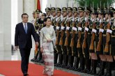 State Counsellor welcomed by Chinese Premier in Beijing