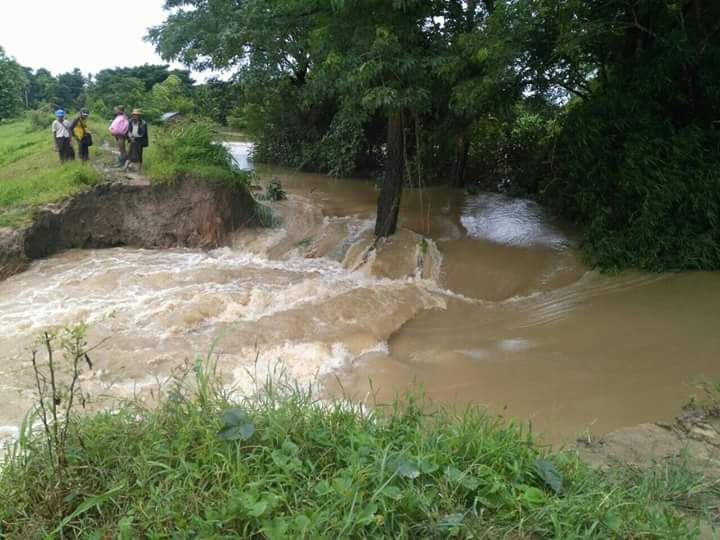 Water overflows the embankment linking two villages in Ingapu Township.Photo: Ingapu Township Information and Public Relations Department