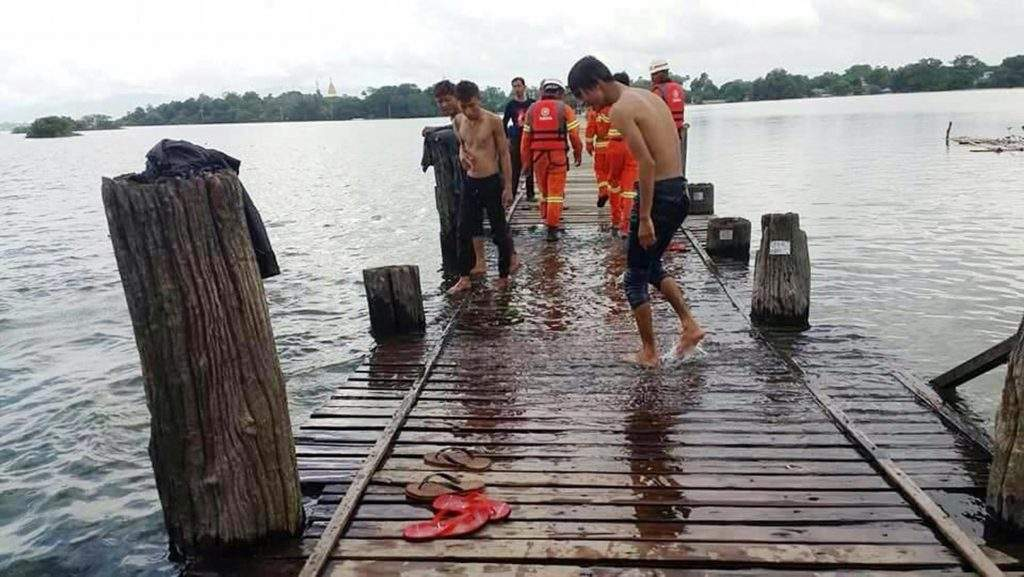 Volunteers and firemen inspect U Bein Bridge. Photo: Than Htay