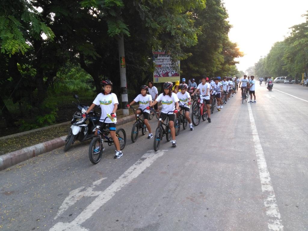 Cyclists being seen at the starting point. Photo: Thiha Ko Ko (Mandalay)