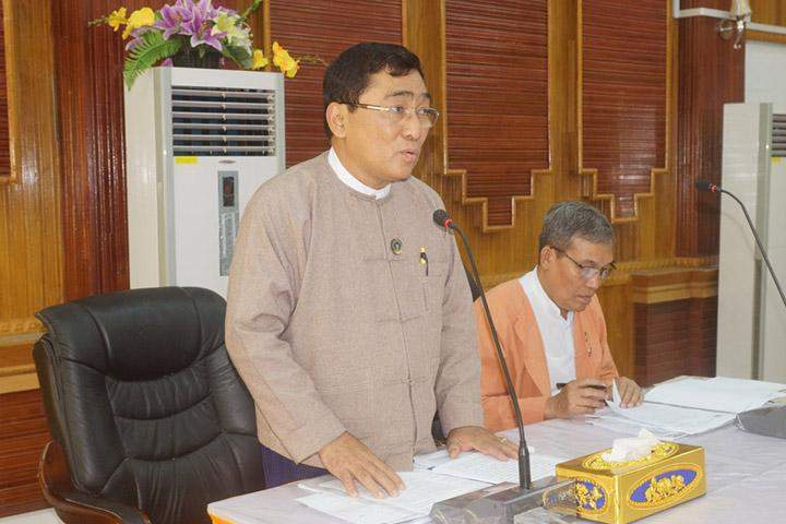 Union Minister Dr Win Myat Aye speaks at the meeting of the Work Committee for Regional Resettlement and Socio-economic Development.