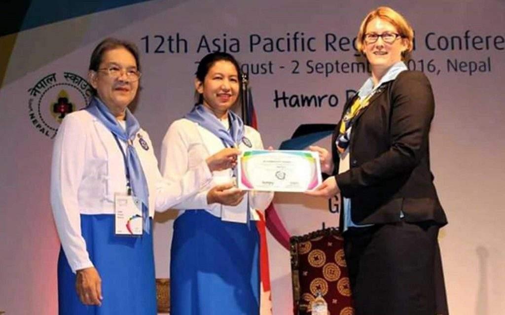 Dr Daw Tin Hla Kyi and Daw Myat Thinzar Tun receiving the certificate of honour. Photo: Ko Latt (MNA)