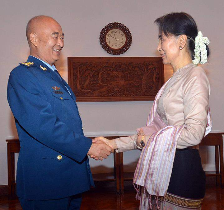 State Counsellor Daw Aung San Suu Kyi shakes hands with General Xu Qiliang, Vice Chairman of the Central Military Commission of the People's Republic of China.