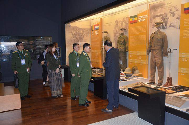 Vice Senior General observing Rok defence booth.