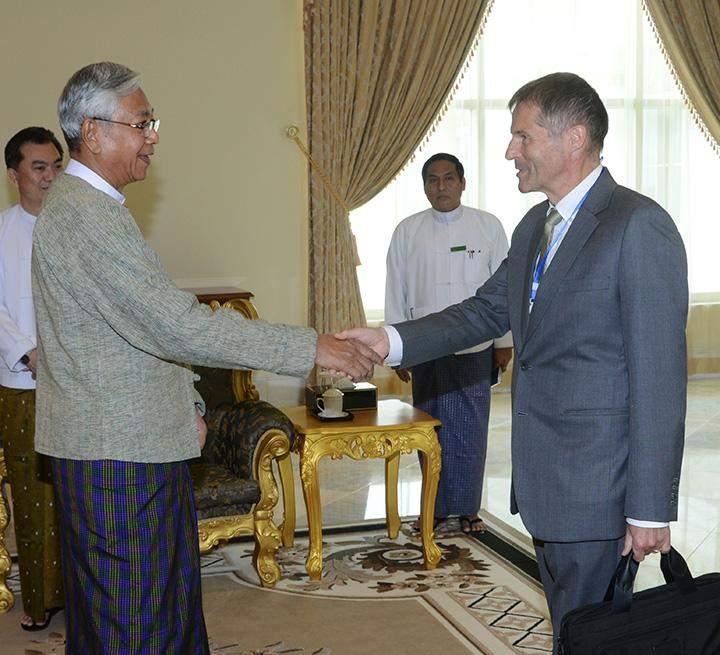 President U Htin Kyaw shakes hands with Mr. Marc Michielsen, Bangkok-based Belgian Ambassador to Myanmar in Nay Pyi Taw.