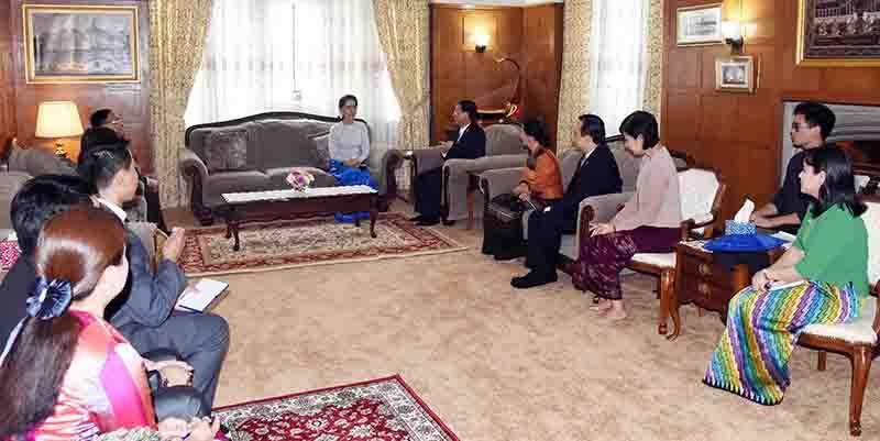 State Counsellor Daw Aung San Suu Kyi meets members of the Office of Myanmar Permanent Mission to the United Nations. Photo: MNA