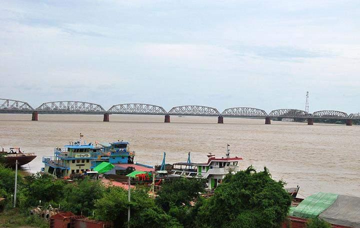 Ayeyawady Bridge (Yadanabon) being seen 1,000 ft away from the boats.