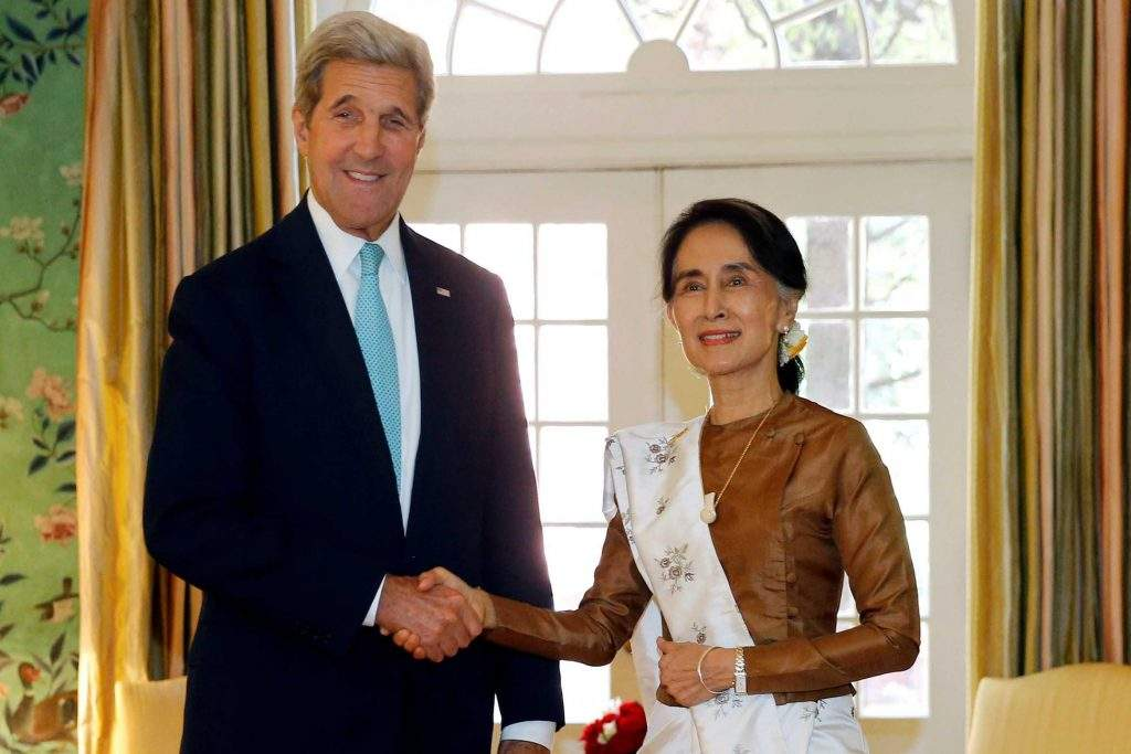 US Secretary of State John Kerry greets Myanmar State Counsellor Daw Aung San Suu Kyi before their lunch meeting at the Blair House, a guest residence on the White House campus in Washington, DC, US September 14, 2016. Photo: Reuters