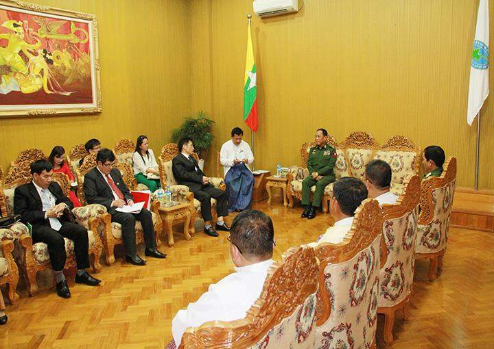 Minister for Border Affairs Lt-Gen Ye Aung holds talks with Vice Chairman of Committee for Ethnic Minority Affairs of Vietnam Vice Minister Mr. Dinh Que Hai.