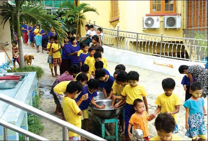 A long quene of the needy children being seen.