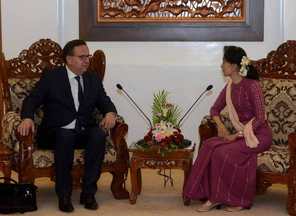 State Counsellor Daw Aung San Suu Kyi holding talks with Mr Jan Mla'dek, Minister  for Industry and  Trade of  the Czech Republic in Nay Pyi Taw. Photo: MNA