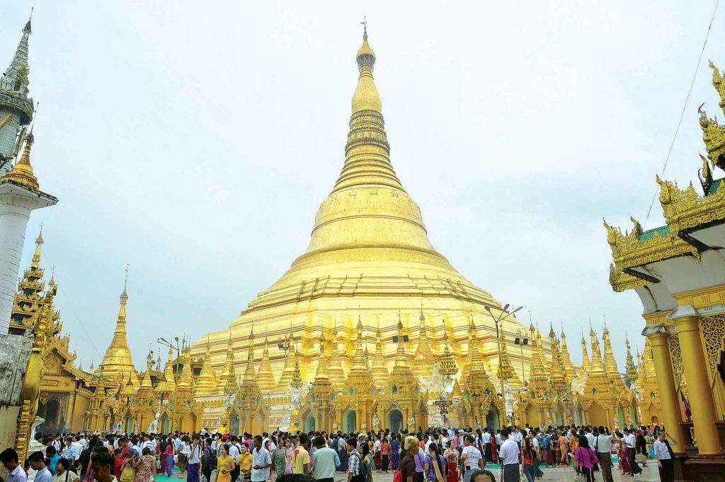 The Shwedagon Pagoda is crowded with pilgrims on the Full Moon Day of Thadingyunt. Photo. MNA
