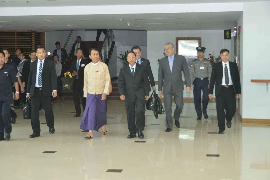 Vice President U Myint Swe arrives back in Yangon. Photo: MNA
