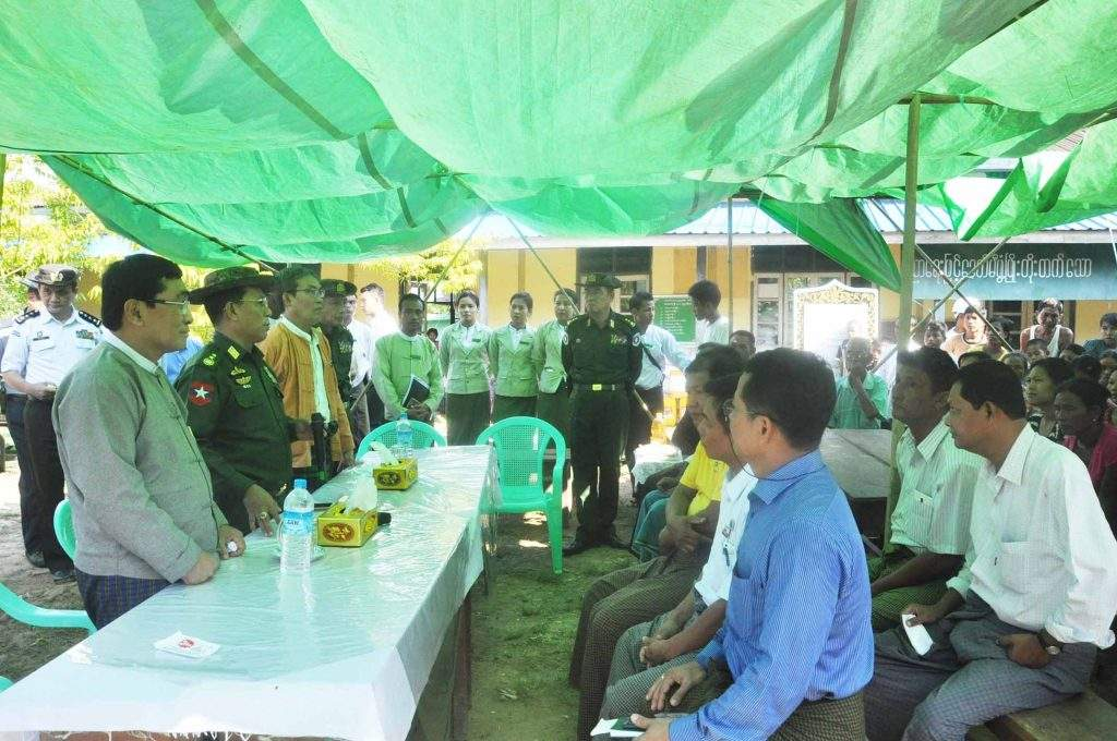 Chief Minister of Rakhine State U Nyi Pyu and Union Ministers Lt-Gen Ye Aung and Dr Win Myat Aye talking to officials during their visit to a police post in Maungtaw. Photo: MNA
