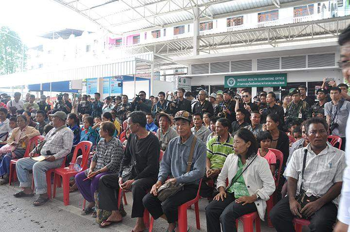 Myanmar internally displaced persons are seen at at the ceremony to receive them in Myawady.