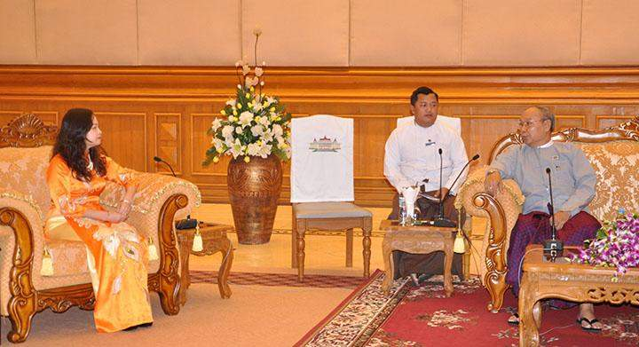 Speaker Mahn Win Khaing Than talking with Mrs Luan Thuy Duong in Nay Pyi Taw.