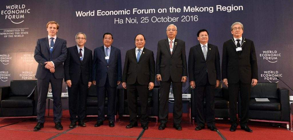 President U Htin Kyaw poses for a documentary photo with the leaders of the countries in Mekong Region. Photo: MNA