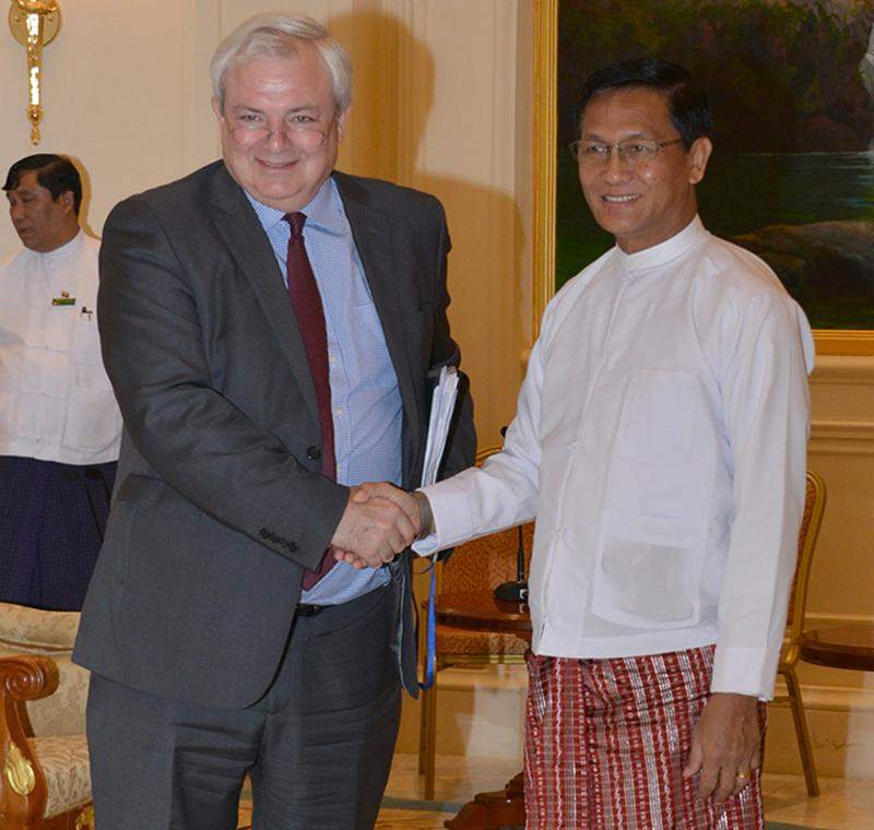 Vice President U Henry Van Thio welcomes Mr Stephen O' Brien in Nay Pyi Taw.