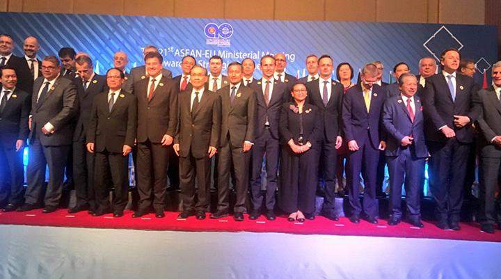 Ministers from ASEAN countries and EU pose for a group photo at 21st ASEAN-EU Ministerial Meeting.