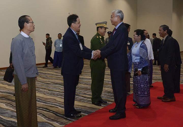 President U Htin Kyaw and wife Daw Su Su Lwin being welcomed at the Nay Pyi Taw International Airport.