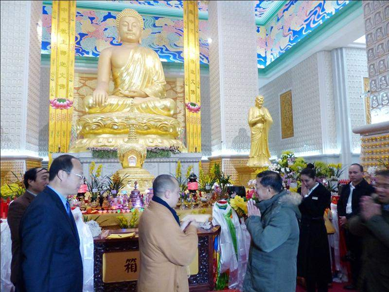 Senior General Min Aung Hlaing visits Fa Men Si (Famen Temple) to pay homage to the finger bone relic of the Buddha. Photo: Myawady