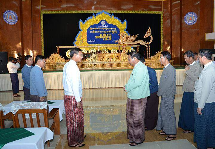 VP U Henry Van Thio giving instructions to the union ministers and officials.