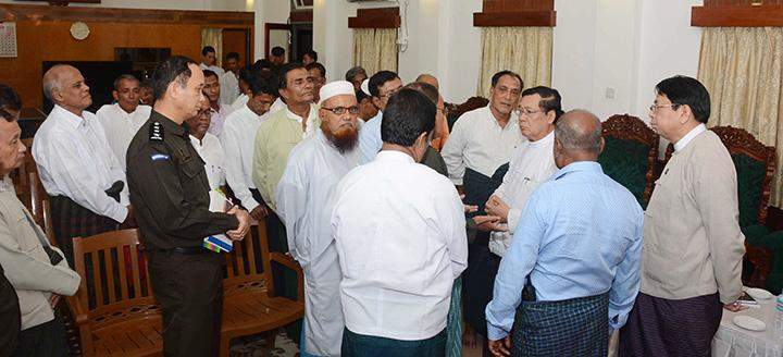 Union Minister U Thein Swe talking to leaders of Islam religious organizations after meeting with them in Sittway to clarify the true situation of violent armed attacks .